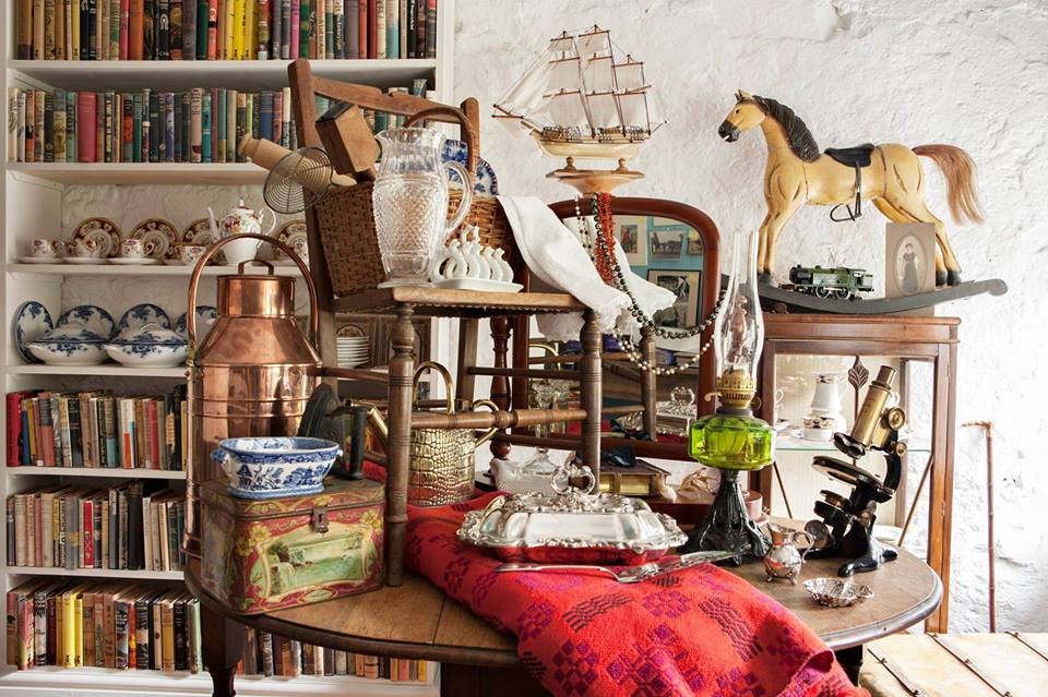 hideaways-holiday-cottages-hay-on-wye-antiques-market.jpg